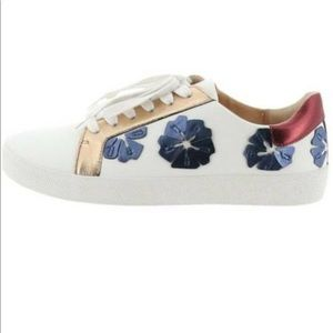 Vince Camuto Sneakers 9.5